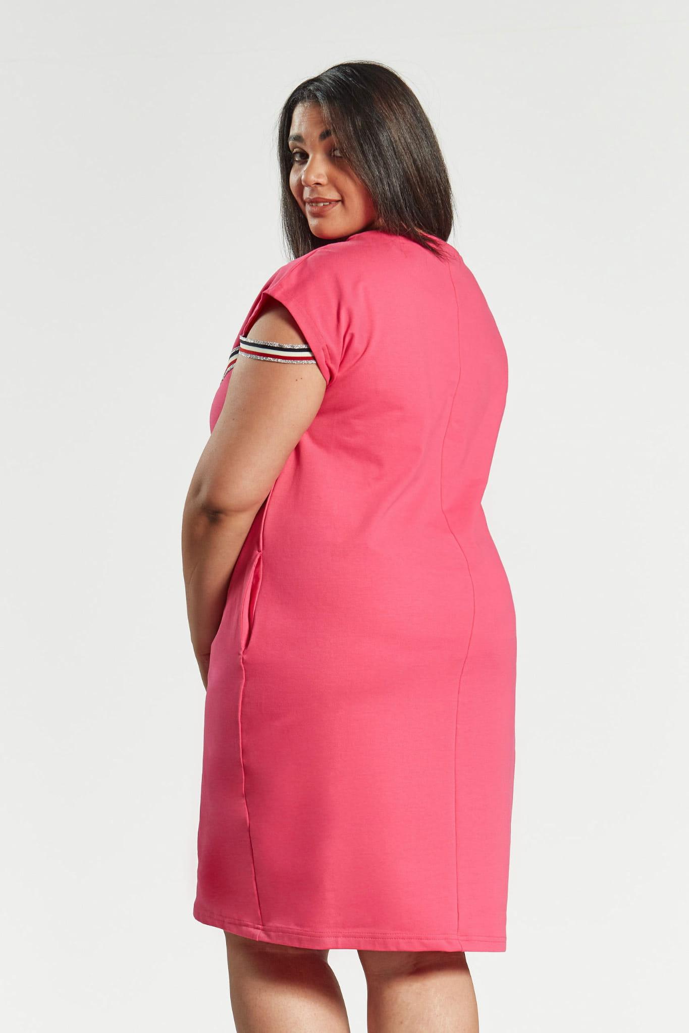083fb3b9f7 Amarantowa sukienka Jula z lampasami duże rozmiary OVERSIZE PLUS ...