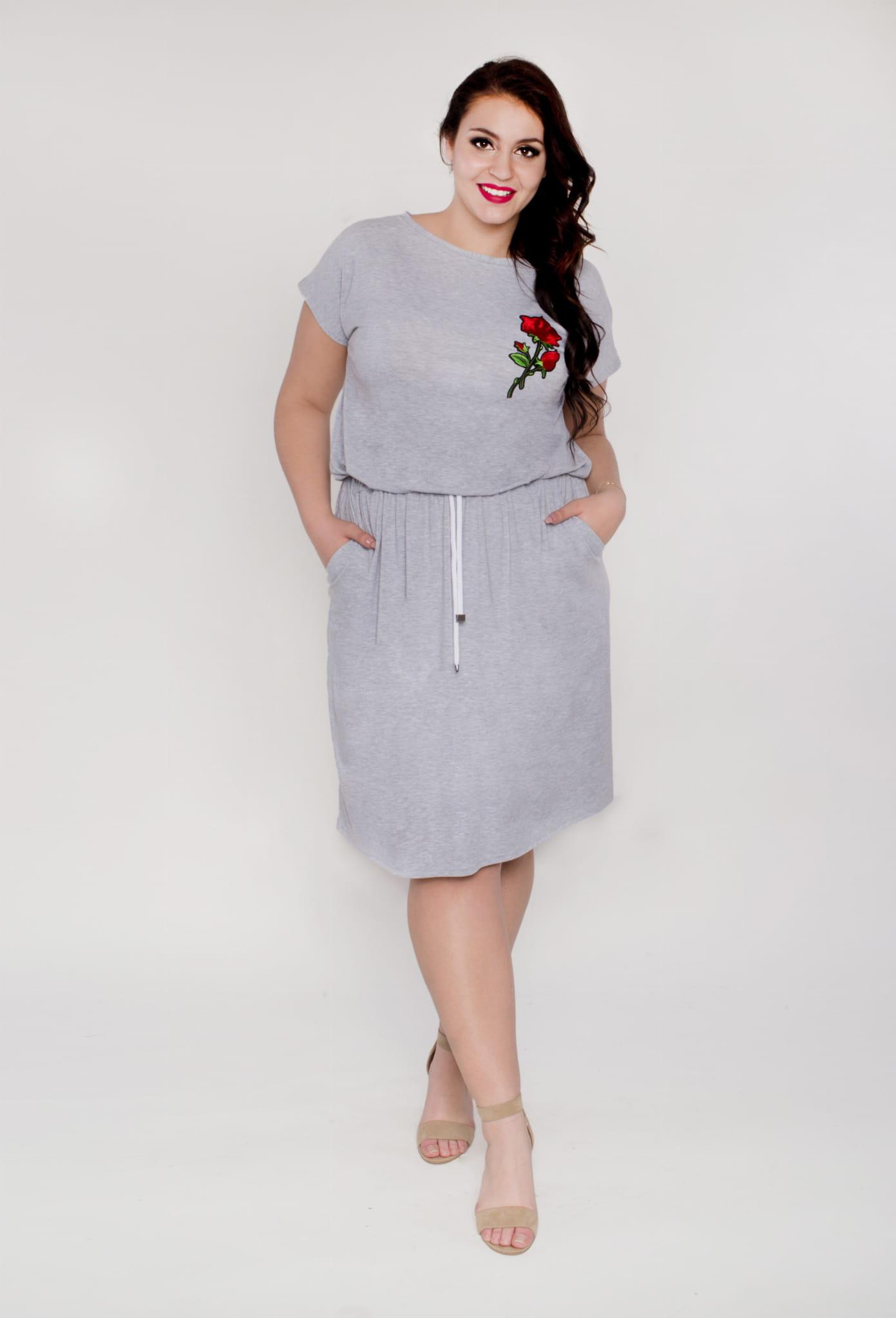 9c25e708b1 Sukienka midi krótka ze sznurkiem wiązana PLUS SIZE LATO Moda Size ...